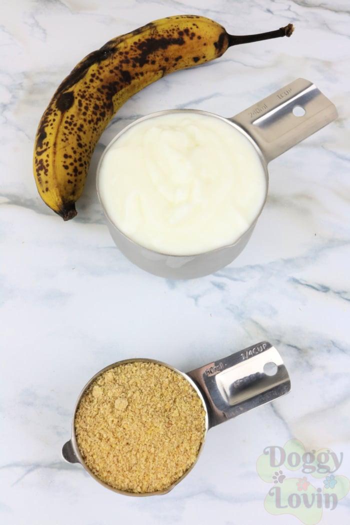 Banana yogurt and flax